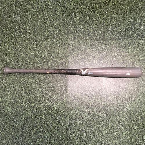 Photo of Derek Fisher 06/20/21 Game-Used Cracked Bat