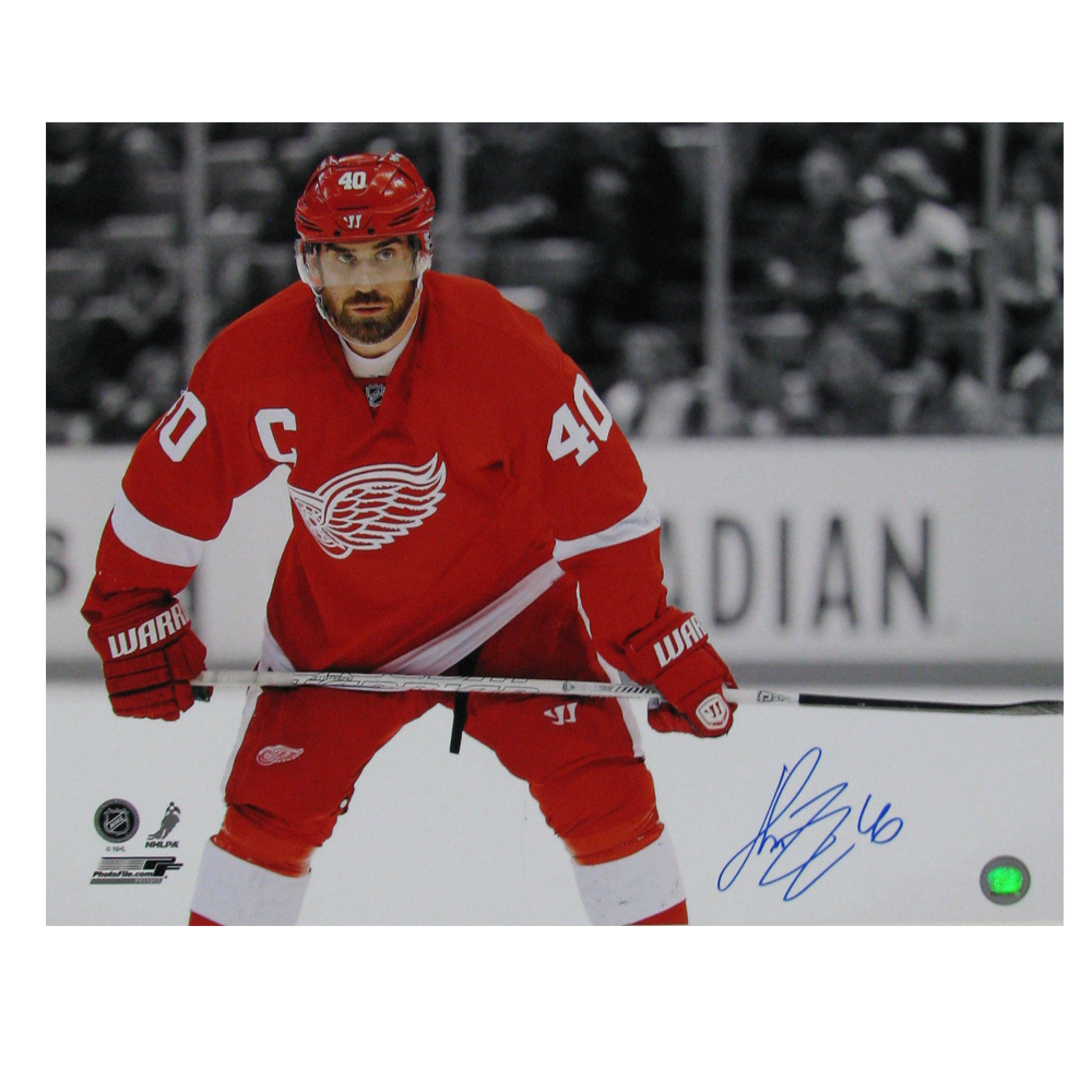 HENRIK ZETTERBERG Signed Detroit Red Wings 16 X 20 Photo - 79029