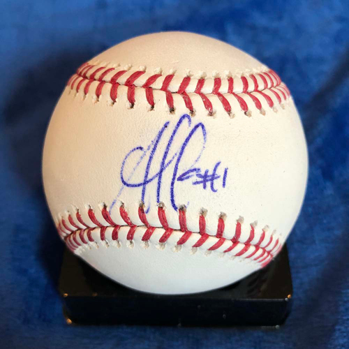 Photo of UMPS CARE AUCTION: Ozzie Albies Signed Baseball