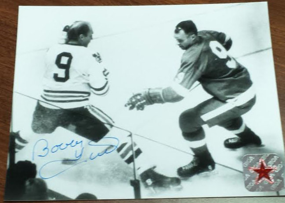Bobby Hull beautifully Autographed Chicago Blackhawks Puck