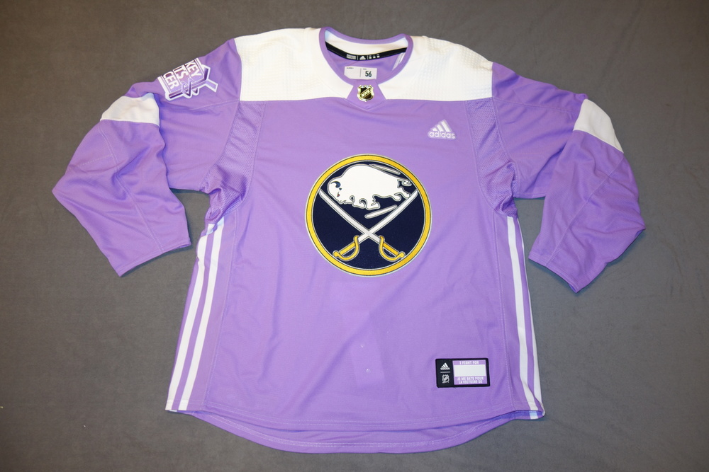 premium selection fb85c 719eb Buffalo Sabres 2018-19 Team Signed Hockey Fights Cancer ...