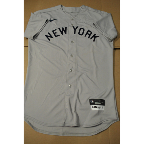Photo of 2021 New York Yankees vs. Chicago White Sox in Dyersville, Iowa - Game-Used 1919 Throwback Jersey - Aaron Boone - Size 44