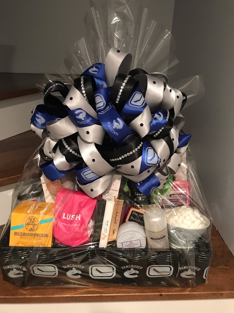 VANCOUVER CANUCKS WIVES AND GIRLFRIENDS HOCKEY FIGHTS CANCER BASKET INITIATIVE