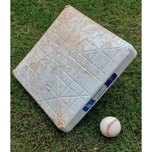 Photo of 2021 Game-Used Baseball & Base - Albert Pujols Career Hit #3,293
