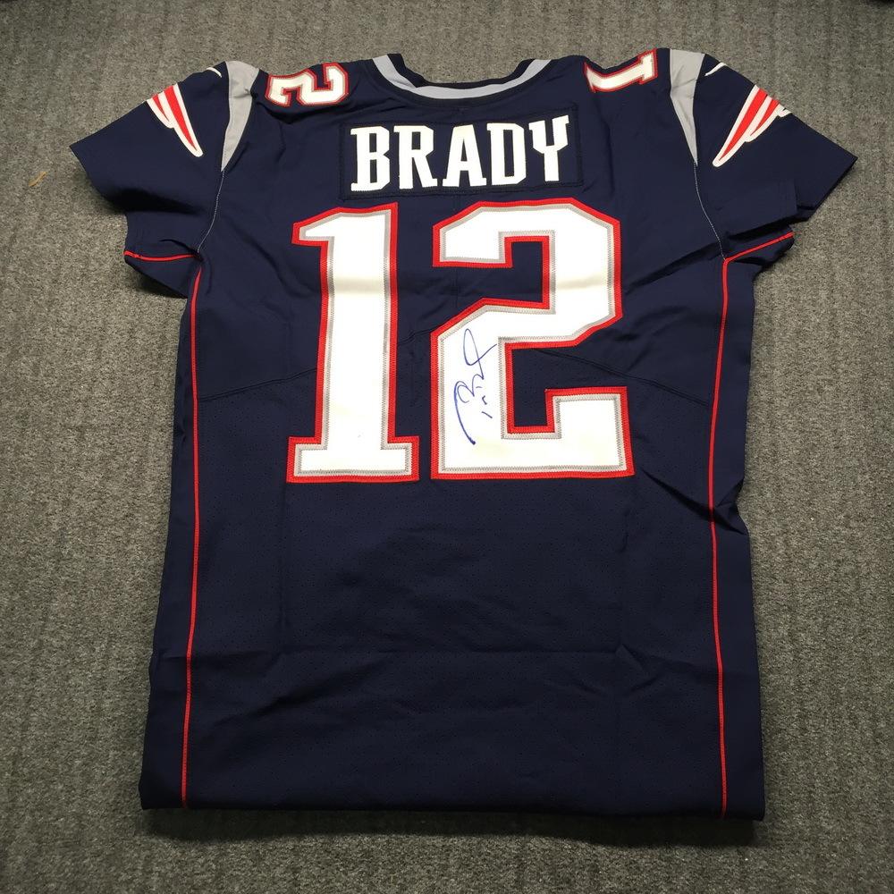NFL Auction | NFL - Patriots Tom Brady Signed Jersey Size 44