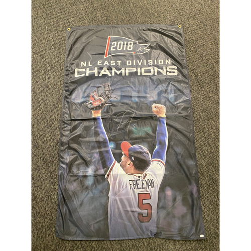 Photo of Freddie Freeman MLB Authenticated Autographed Flag