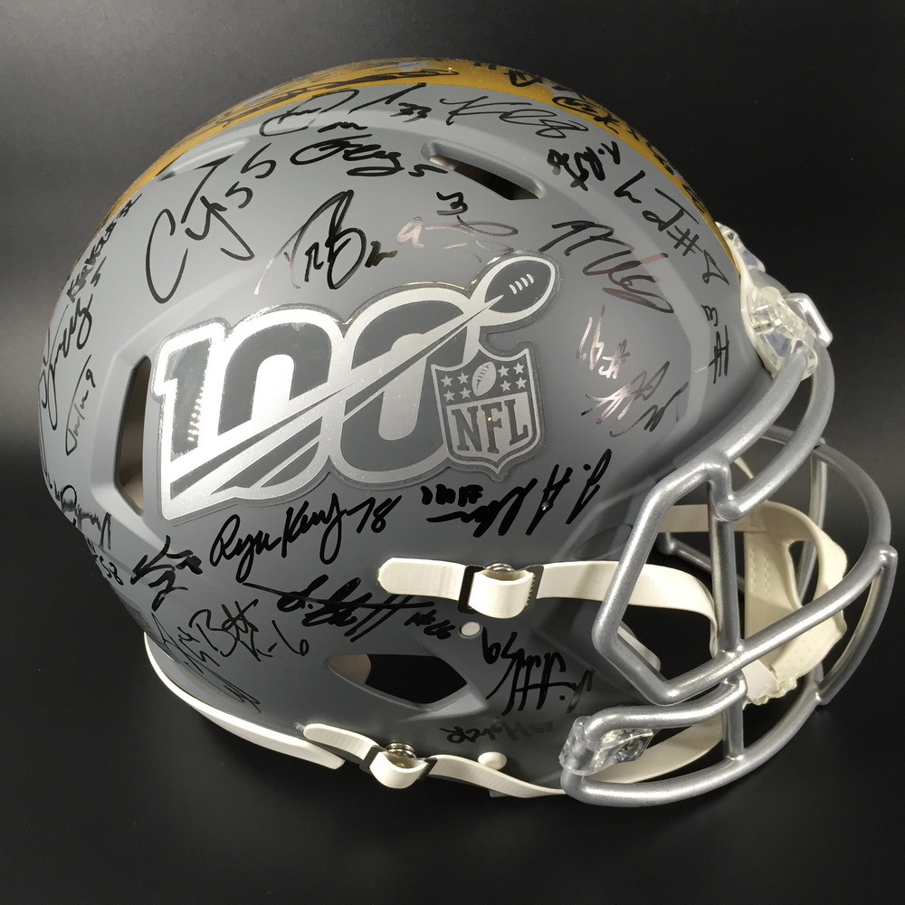 NFL - Pro Bowl 2020 Multi Signed Authentic Helmet Signatures Including (Lamar Jackson, Drew Brees, Ezekiel Elliott, Alvin Kamara, Nick Chubb)