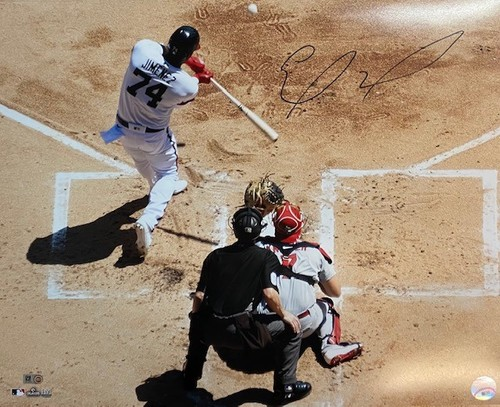Photo of Eloy Jimenez Autographed 16x20 Photograph - Batting
