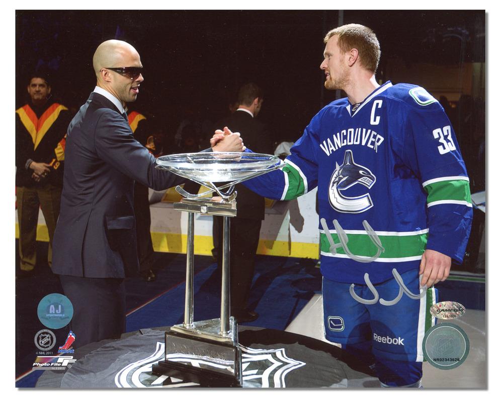 Henrik Sedin Vancouver Canucks Autographed President's Trophy 8x10 Photo