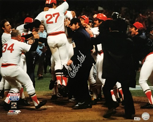Photo of Carlton Fisk Autographed 16x20 Photo (Celebration)