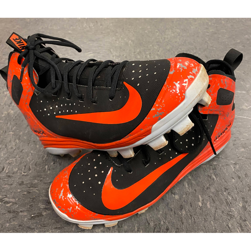 Photo of 2018 Game Used Cleats - worn by #28 Buster Posey - 8/25/18 vs TEX - Orange & Black Nike Huarache Cleats - Size 11.5