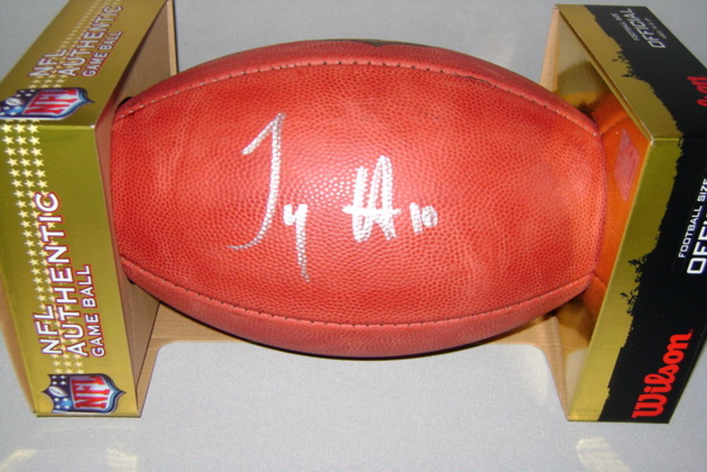 NFL - CHIEFS TYREEK HILL SIGNED AUTHENTIC FOOTBALL