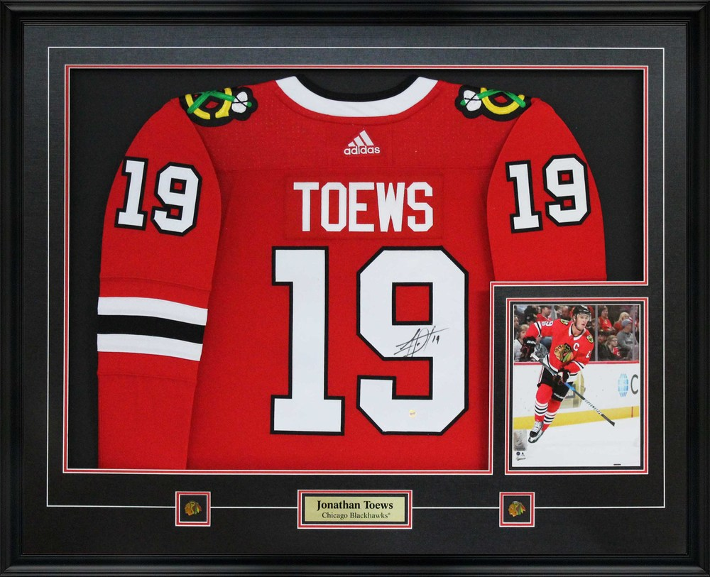 newest 19f47 fd564 Jonathan Toews - Signed Jersey Framed With 8x10 Blackhawks ...