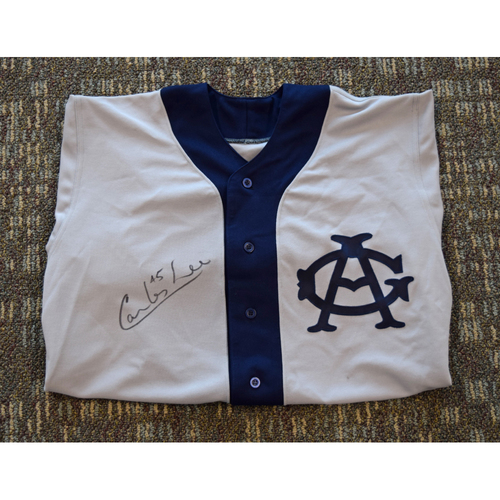Photo of Carlos Lee Autographed Game Worn Chicago White Sox Negro Leagues Tribute Game Jersey (1999) (Not MLB Authenticated)