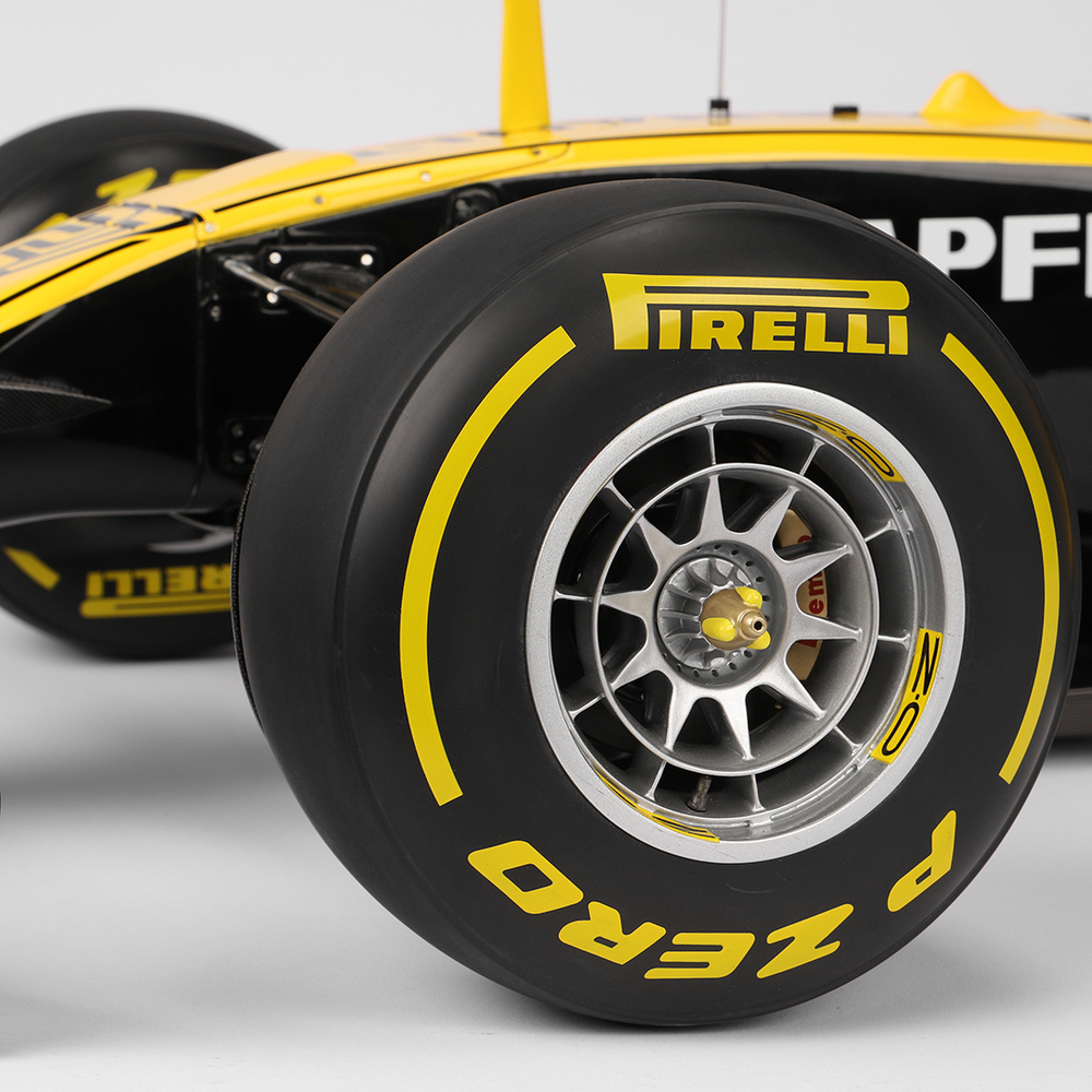 Renault F1 Team 2017 1:4 Cutaway Scale Model F1 Car
