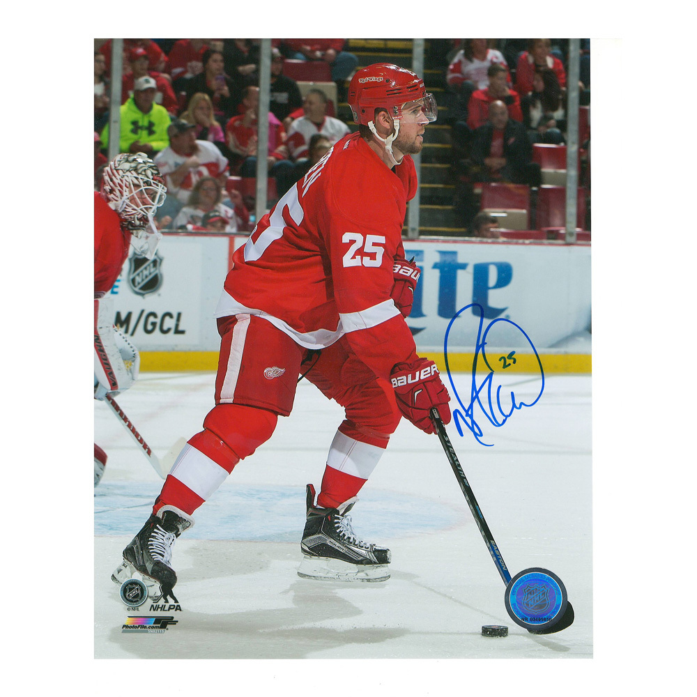 MIKE GREEN Signed Detroit Red Wings 8 X 10 Photo - 70140