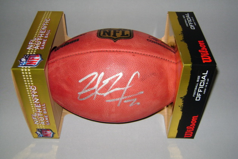 NFL - COWBOYS ZACH MARTIN SIGNED AUTHENTIC FOOTBALL