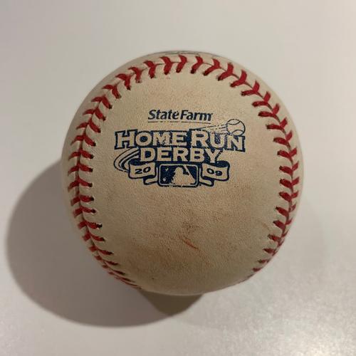 Photo of 2009 - HR Derby Baseball - Batter: Adrian Gonzalez - Round 1 (Out #5)