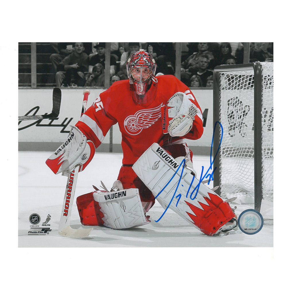 JIMMY HOWARD Signed Detroit Red Wings B/W 8 X 10 Photo - 70373