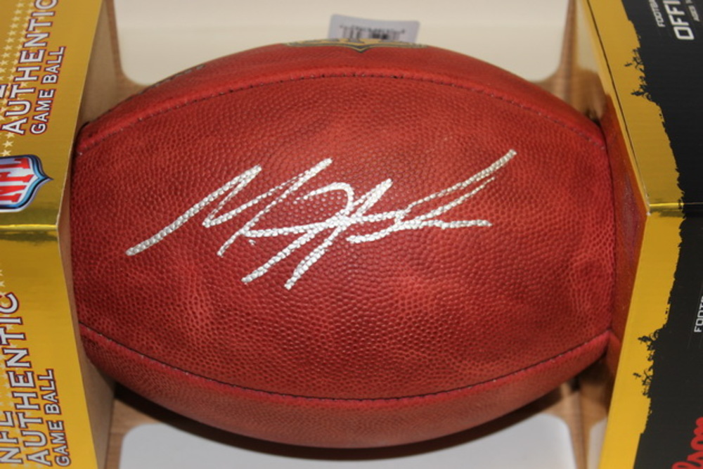 NFL - CHARGERS MELVIN GORDON SIGNED AUTHENTIC FOOTBALL