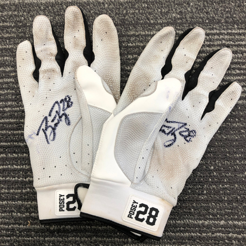 2018 Autographed Team Issued Batting Gloves - #28 Buster Posey