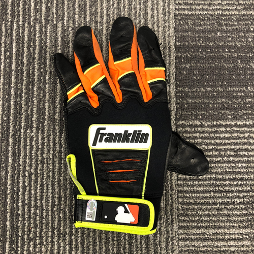 Photo of San Francisco Giants - 2018 Team Issued Batting Glove - #8 Hunter Pence (Left Hand)