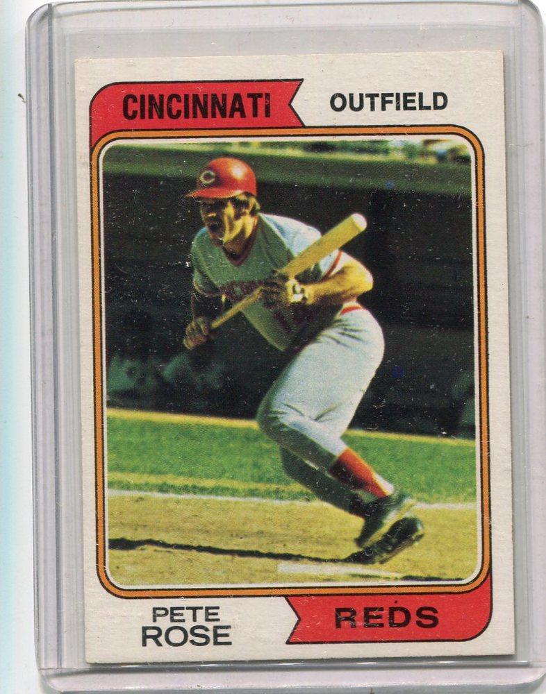 1974 Topps #300 Pete Rose -- Hall of Famer
