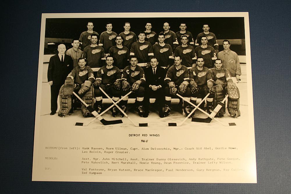 VINTAGE Detroit Red Wings 1966-1967 Team Photo