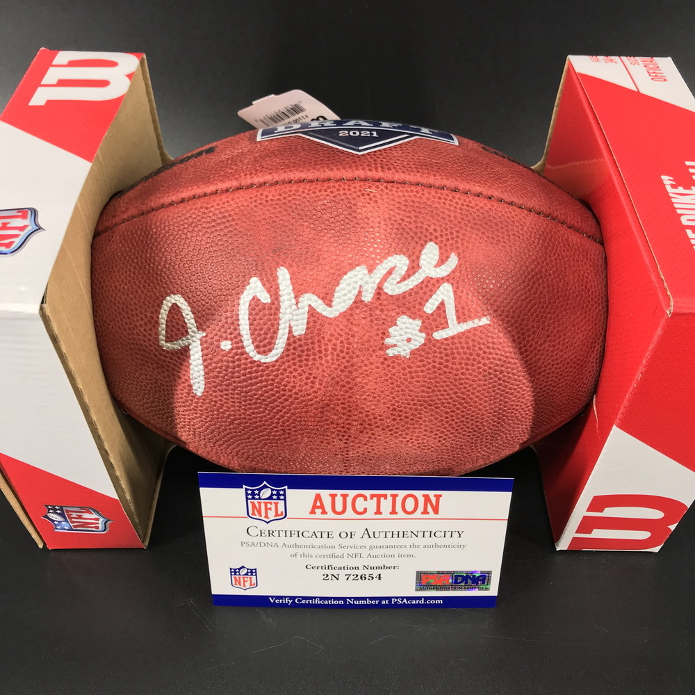 NFL - Bengals Ja'Marr Chase Signed Authentic Football with 2021 Draft Logo