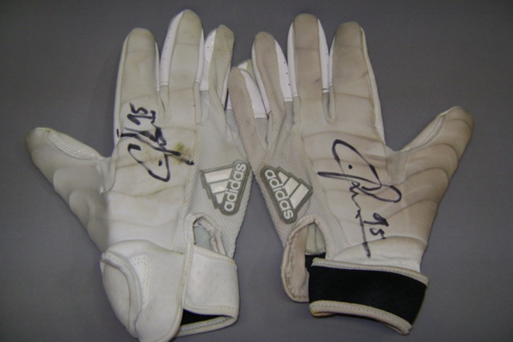 Crucial Catch - Chiefs Chris Jones signed and game used gloves (October 15, 2017)