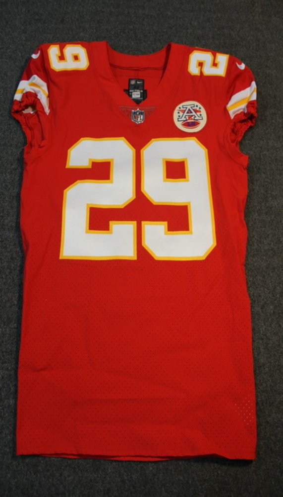 CRUCIAL CATCH - CHIEFS ERIC BERRY SIGNED AND GAME ISSUED CHIEFS JERSEY W/ CANCER DOESN'T DISCRIMINATE INSCRIPTION (OCTOBER 15, 2017) SIZE 42