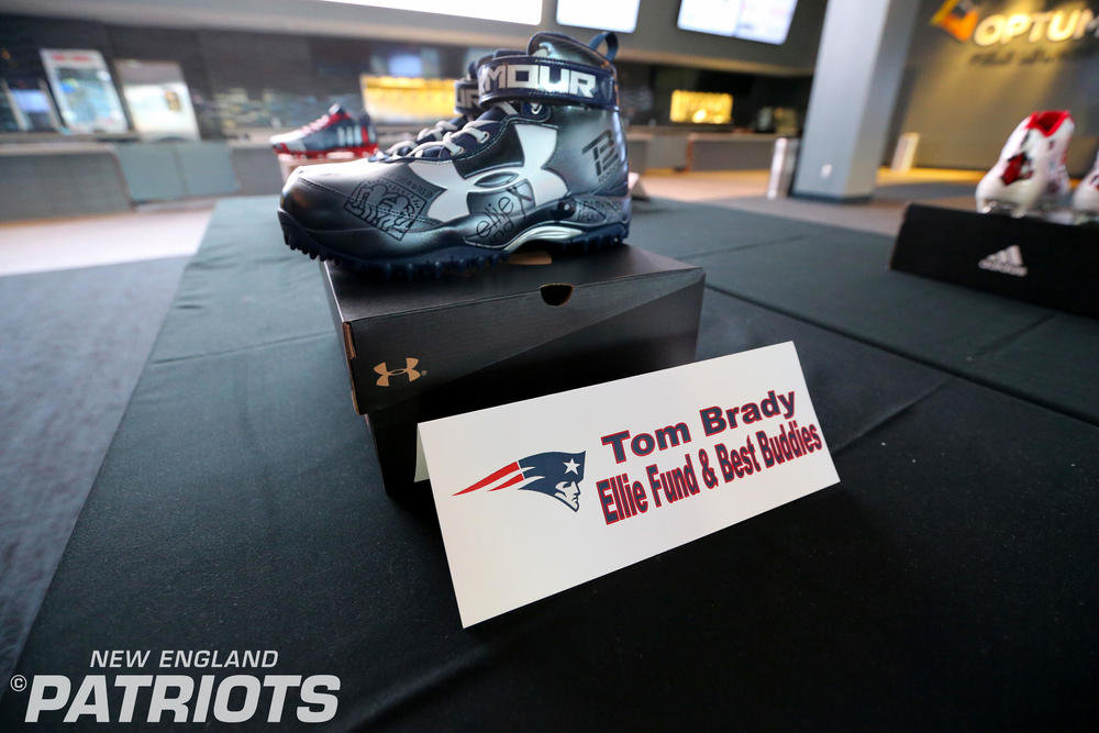 MY CAUSE MY CLEATS - Patriots Tom Brady SIGNED CUSTOM CLEATS (Week 13 2017)