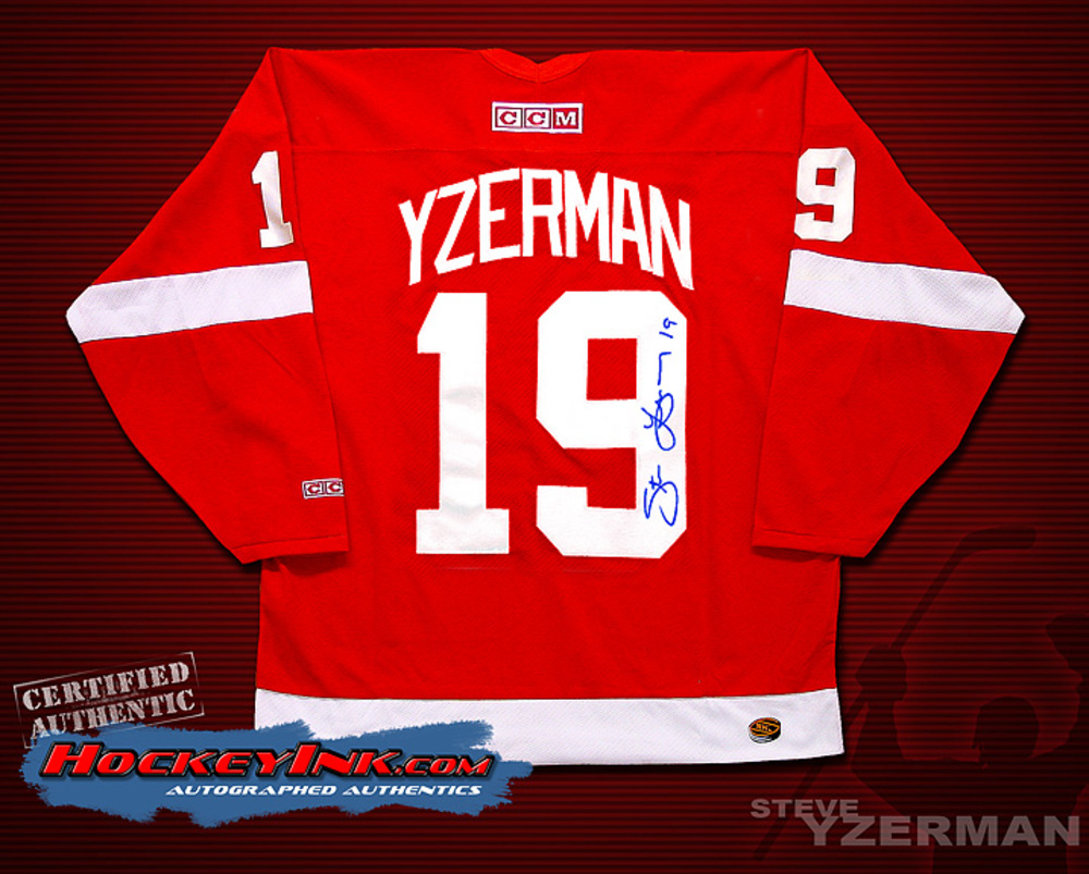 STEVE YZERMAN Signed Red Detroit Red Wings Jersey