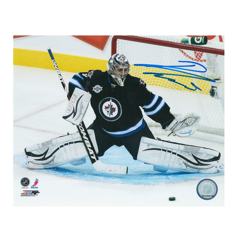 ONDREJ PAVELEC Signed Winnipeg Jets 8 X 10 Photo - 70133