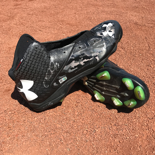 Photo of San Francisco Giants - Autographed Player Collected Cleats - Chris Heston