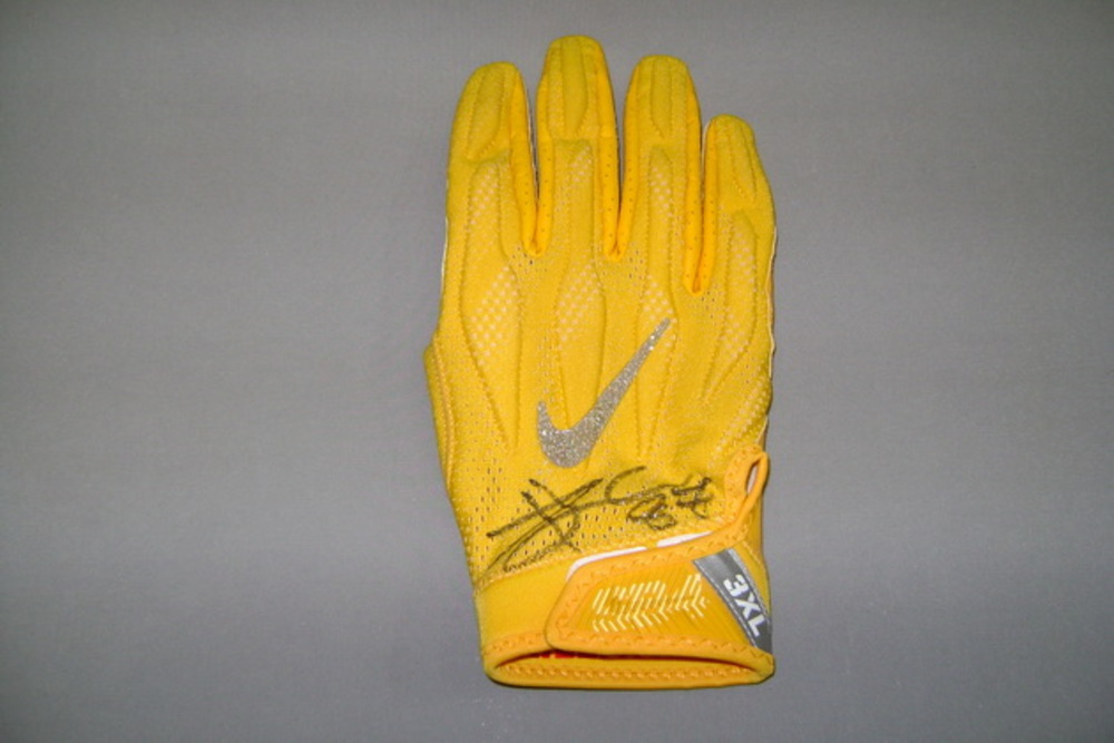 CRUCIAL CATCH - CHIEFS TRAVIS KELCE SIGNED AND GAME USED GLOVE (2017 SEASON)