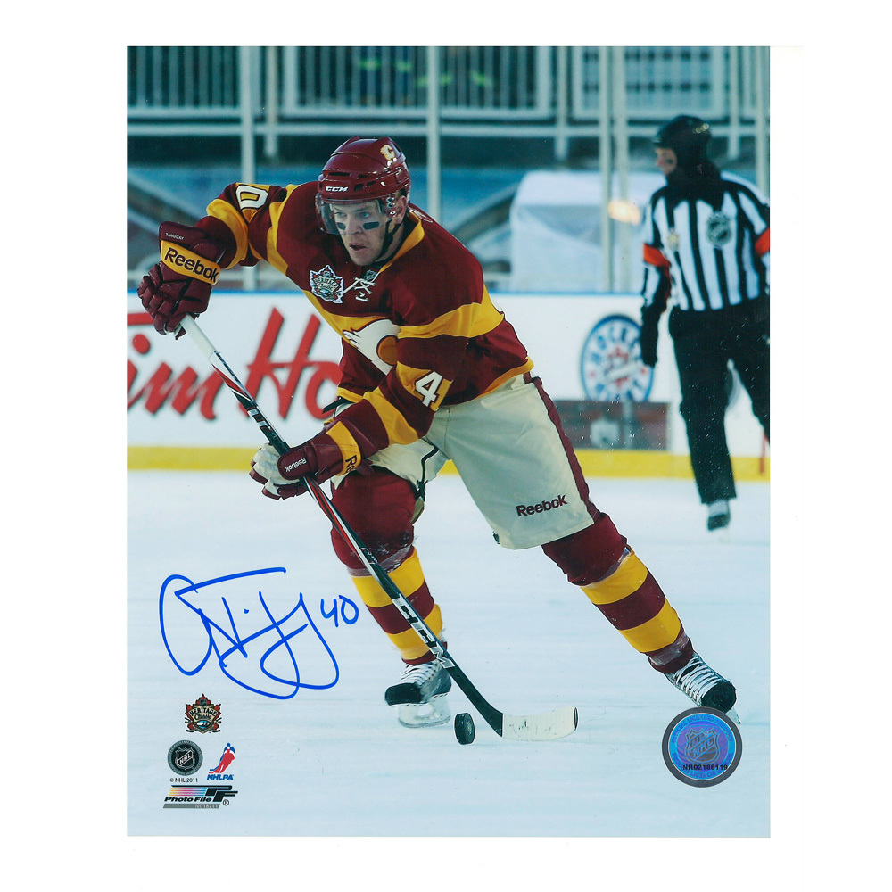 ALEX TANGUAY Signed Calgary Flames 2011 NHL HERITAGE CLASSIC 8 X 10 Photo - 70477