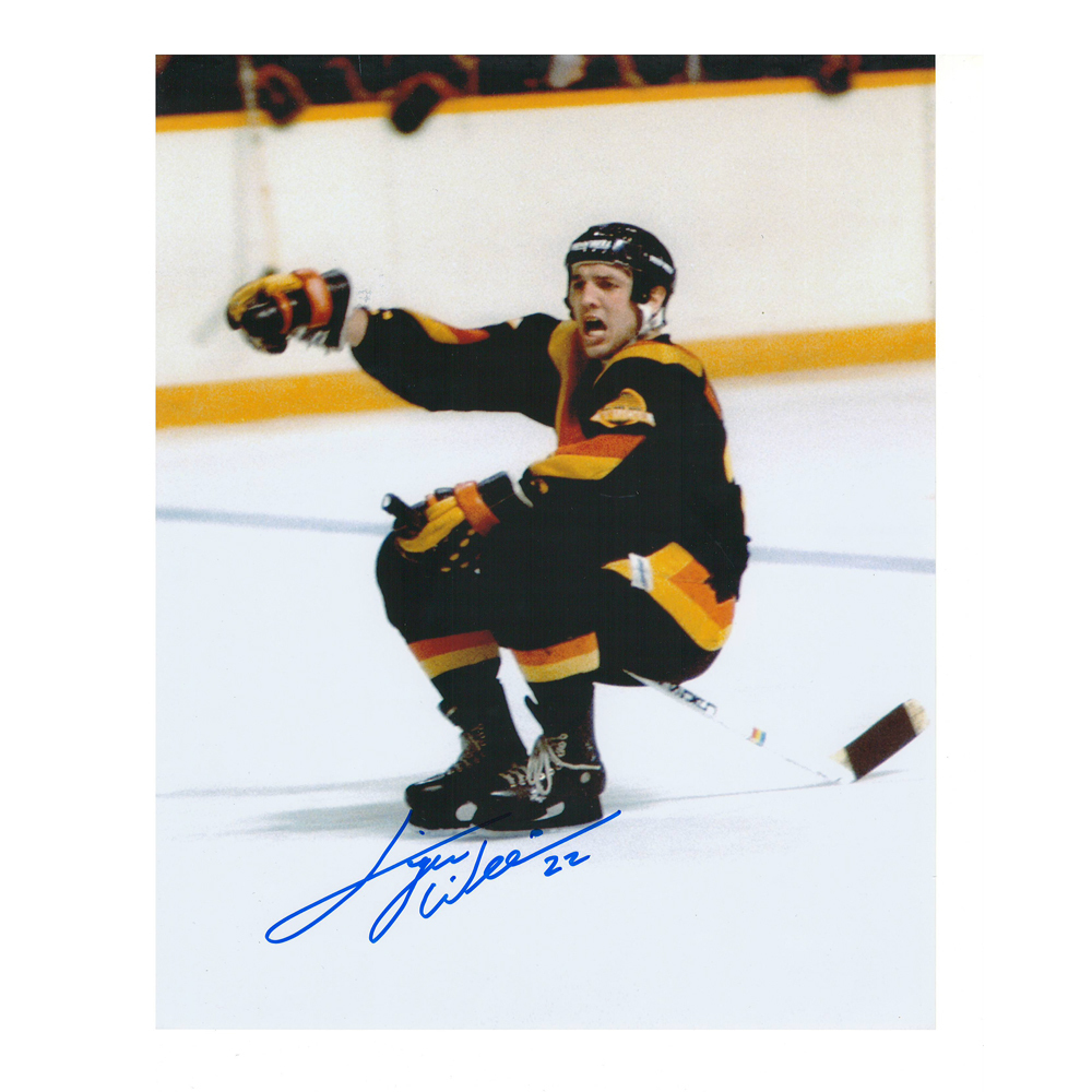 TIGER WILLIAMS Signed Vancouver Canucks 8 X 10 Photo - 70350