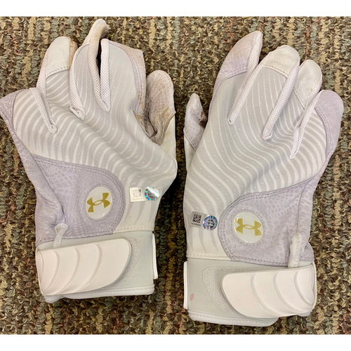 Photo of Baddoo Exclusive! Akil Baddoo Game-Used Pair of Batting Gloves (MLB AUTHENTICATED)