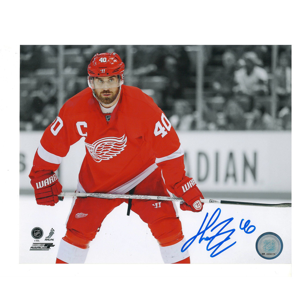 HENRIK ZETTERBERG Signed Detroit Red Wings 8 X 10 Photo - 70266
