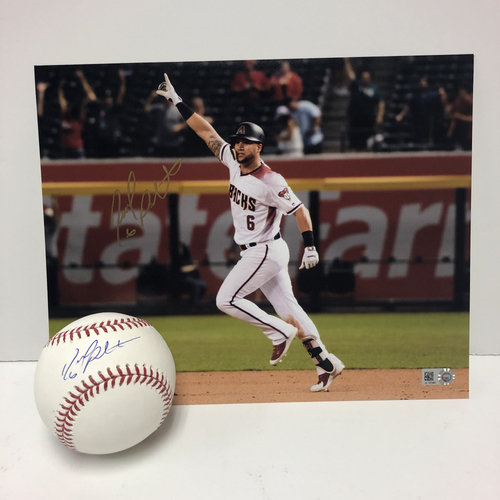 Photo of David Peralta Autographed Baseball and 8x10 Photo