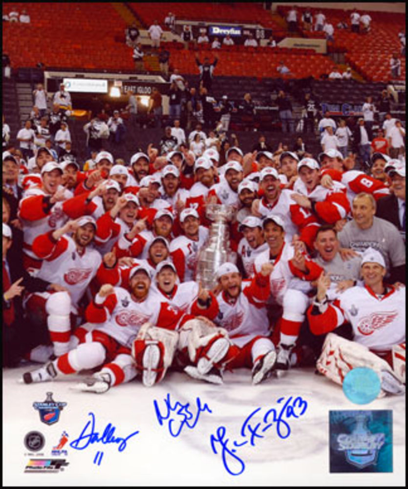 Detroit Red Wings 2008 Stanley Cup Team 8x10 Photo - SIGNED By FRANZEN, KRONWALL, CLEARY