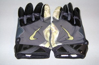 STS - RAIDERS PERRY RILEY GAME WORN GLOVES (NOVEMBER 2016)